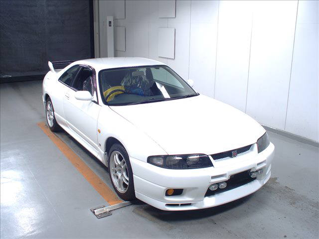1995 Nissan Skyline R33 GTR VSpec auction front