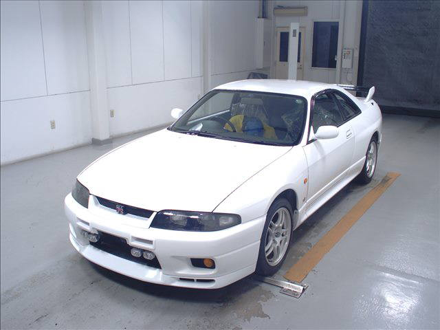 1995 Nissan Skyline R33 GTR VSpec auction left front