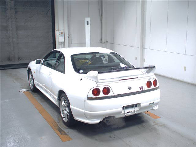 1995 Nissan Skyline R33 GTR VSpec auction left rear