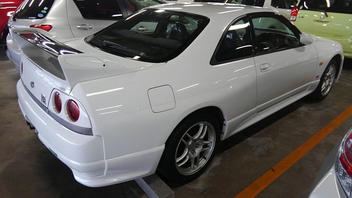 1995 Nissan Skyline R33 GTR VSpec right rear side