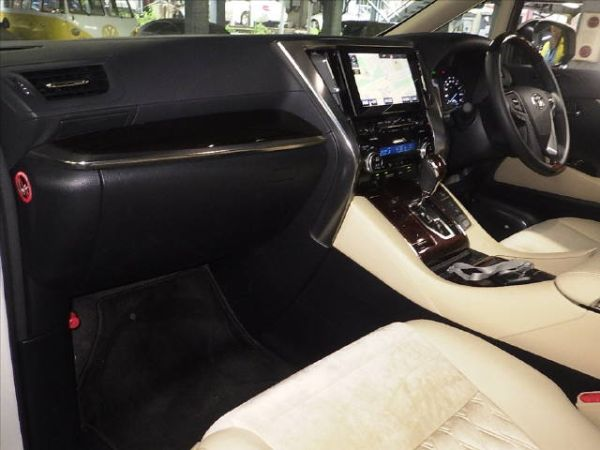 2015 Toyota Alphard Hybrid G Package 4WD 2.5L auction interior 1