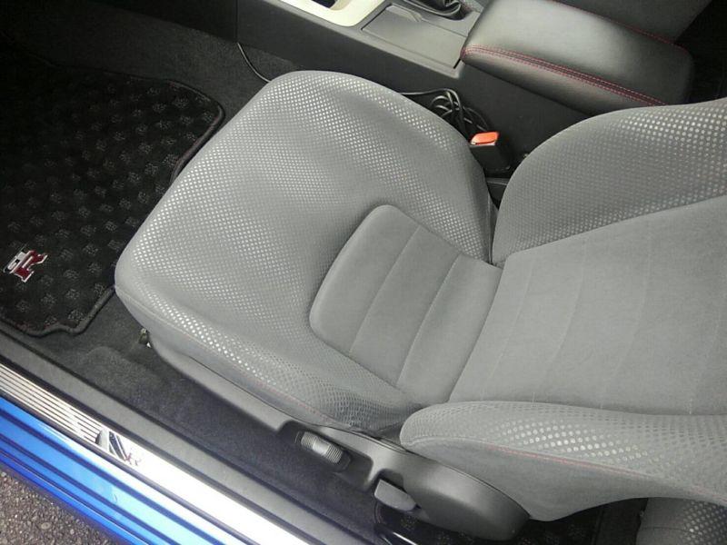 1999 Nissan Skyline R34 GT-R VSpec TV2 Bayside Blue left front seat