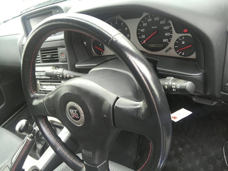 1999 Nissan Skyline R34 GT-R VSpec TV2 Bayside Blue steering wheel