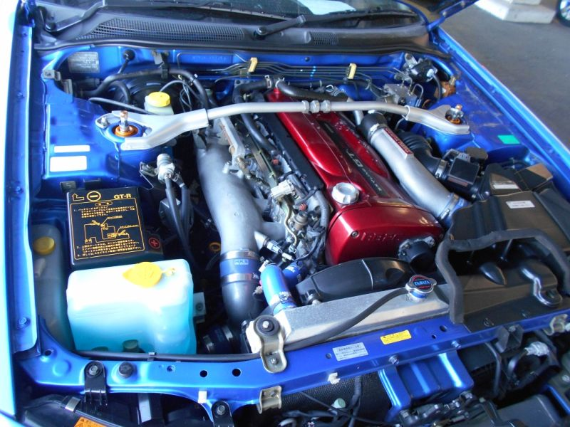 2001 R34 GTR VSpec II Bayside Blue engine bay a
