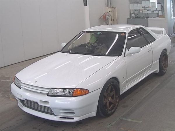 1994 Nissan Skyline R32 GT-R auction left front