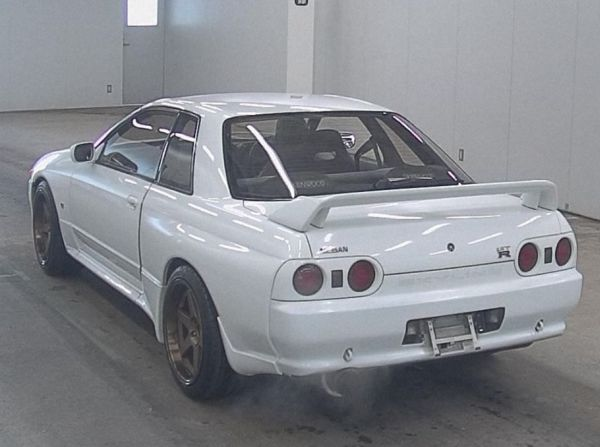 1994 Nissan Skyline R32 GT-R auction rear