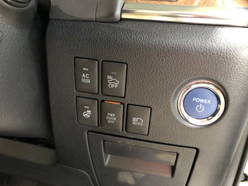 2017 Toyota Alphard Hybrid Executive Lounge controls