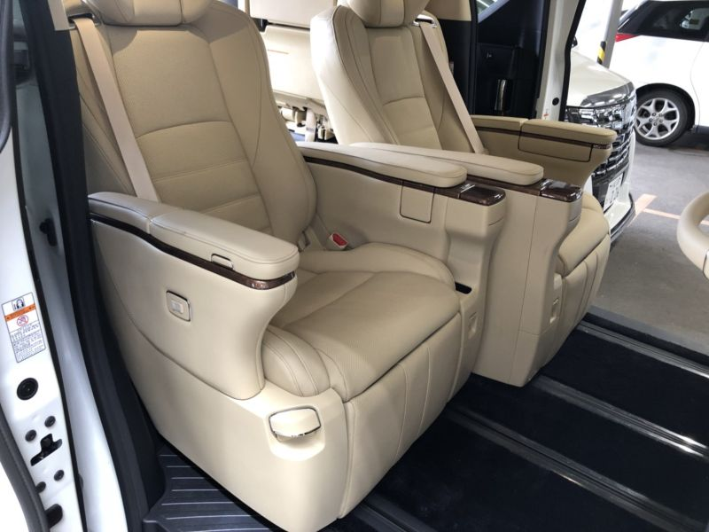 2017 Toyota Alphard Hybrid Executive Lounge rear power seats