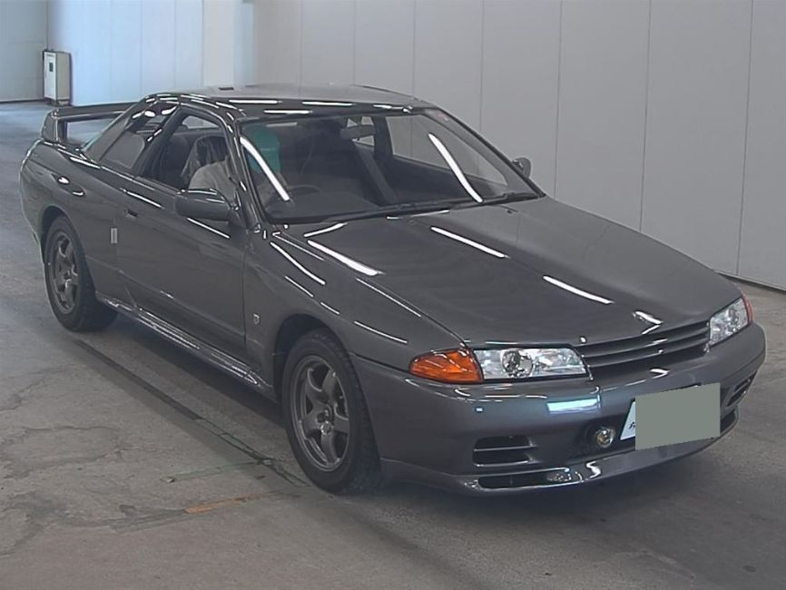 1992 Nissan Skyline R32 GTR auction front