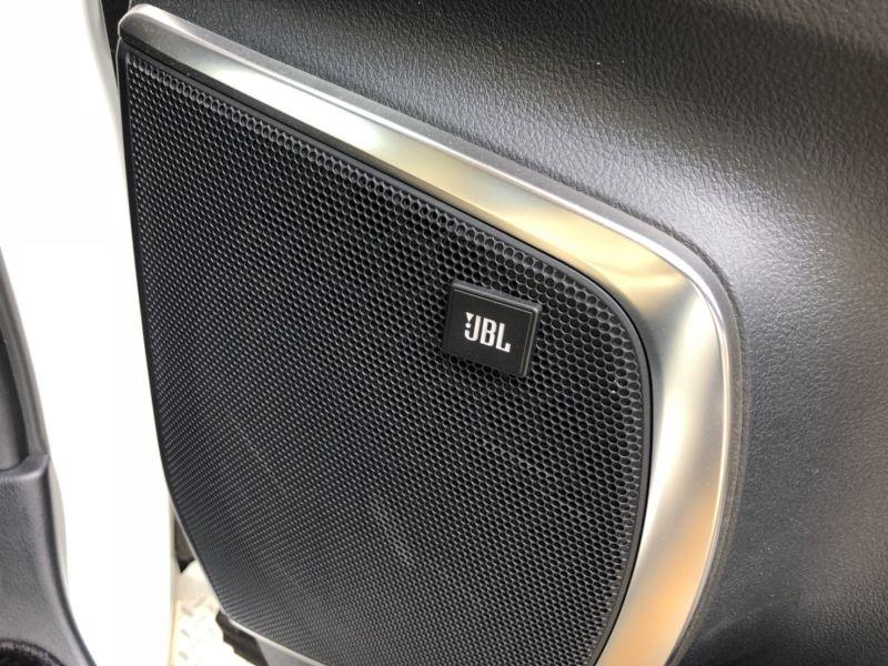 2015 Toyota Alphard Hybrid Executive Lounge JBL system