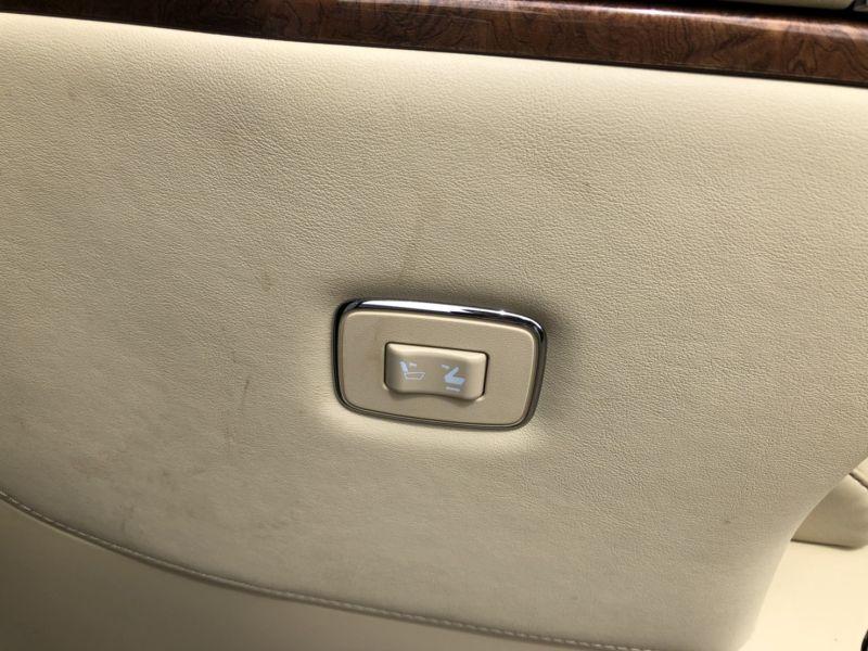 2015 Toyota Alphard Hybrid Executive Lounge control switch