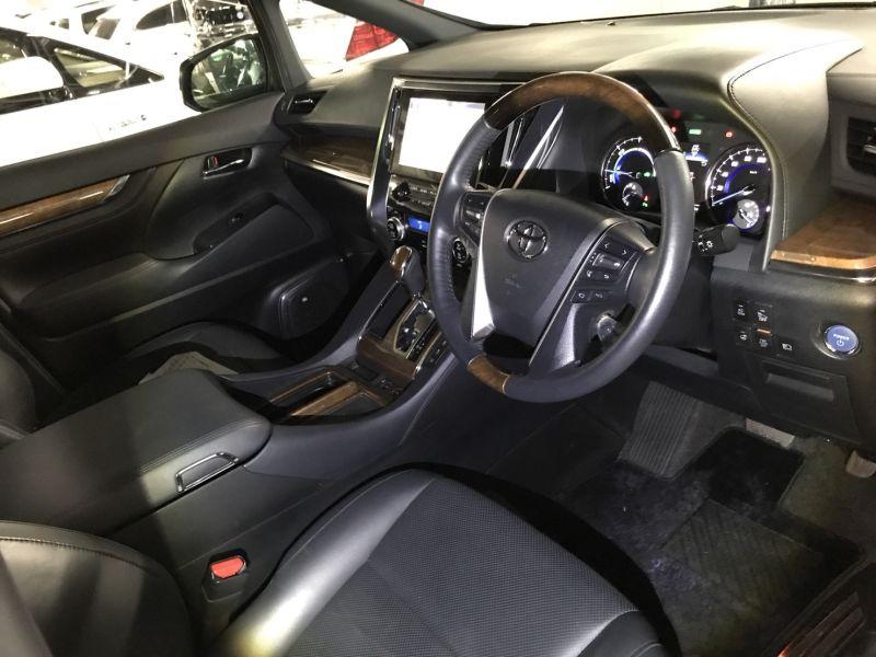 2015 Toyota Alphard Hybrid Executive Lounge front seats