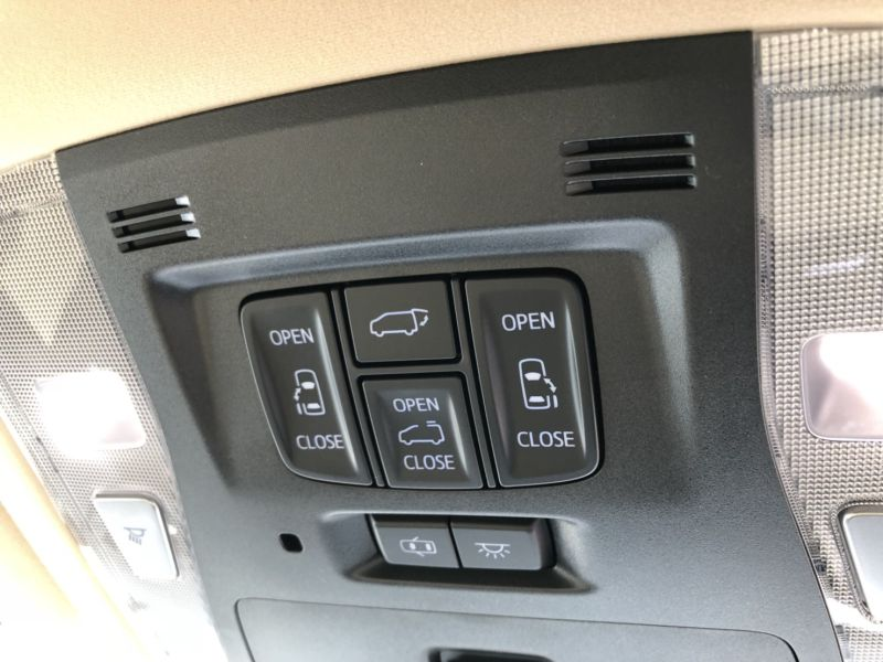2015 Toyota Alphard Hybrid Executive Lounge powerslide doors