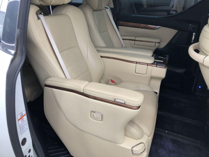 2015 Toyota Alphard Hybrid Executive Lounge rear seat (2)