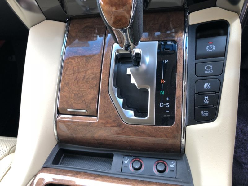 2015 Toyota Alphard Hybrid Executive Lounge seat heaters