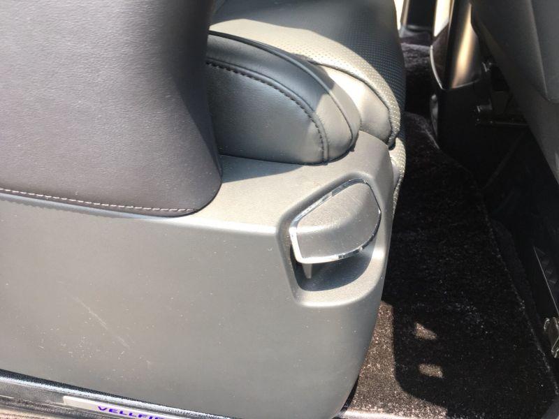 2015 Toyota Vellfire Hybrid Executive Lounge seat control