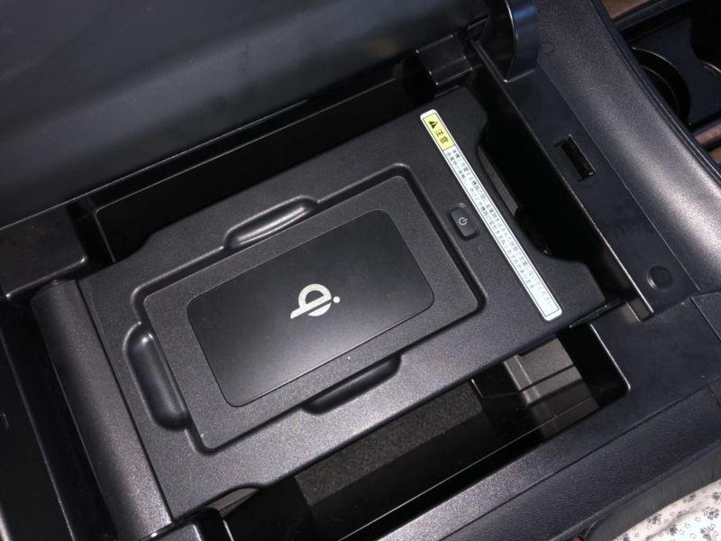 2016 Toyota Alphard Hybrid Executive Lounge USB charging