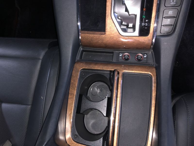 2016 Toyota Alphard Hybrid Executive Lounge centre console