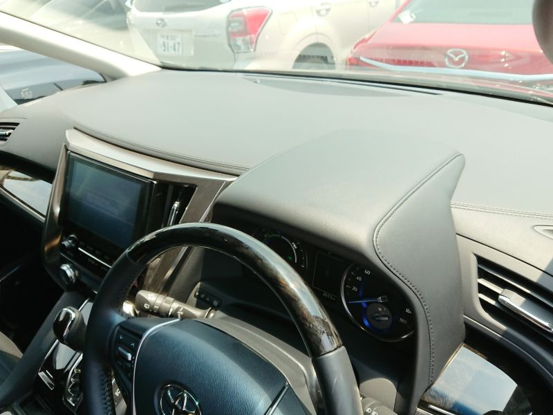 2017 Toyota Alphard Hybrid SR C Package dash