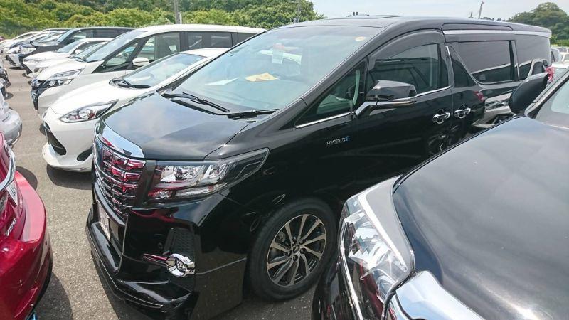2017 Toyota Alphard Hybrid SR C Package left front 2
