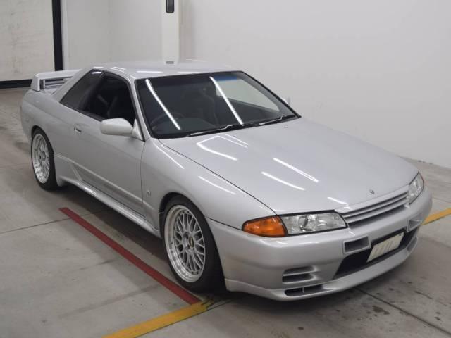 1992 Nissan Skyline R32 GTR auction front