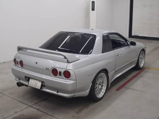 1992 Nissan Skyline R32 GTR auction rear right