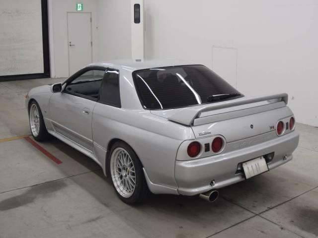 1992 Nissan Skyline R32 GTR auction rear