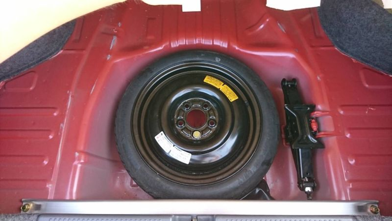 2000 Mitsubishi Lancer EVO 6 TME red spare wheel