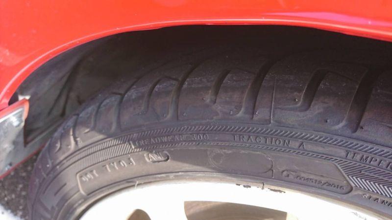 2000 Mitsubishi Lancer EVO 6 TME red tyre