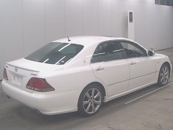 2007 Toyota Crown Athlete Premium Edition sedan auction 6