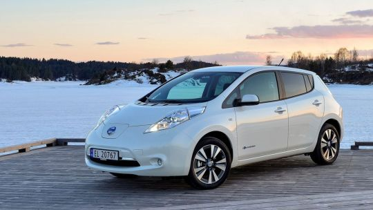 Nissan Leaf import white scenery