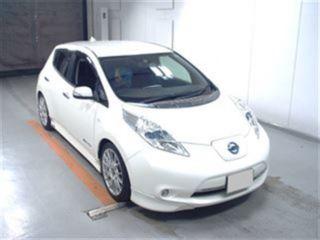 2013 Nissan Leaf G front
