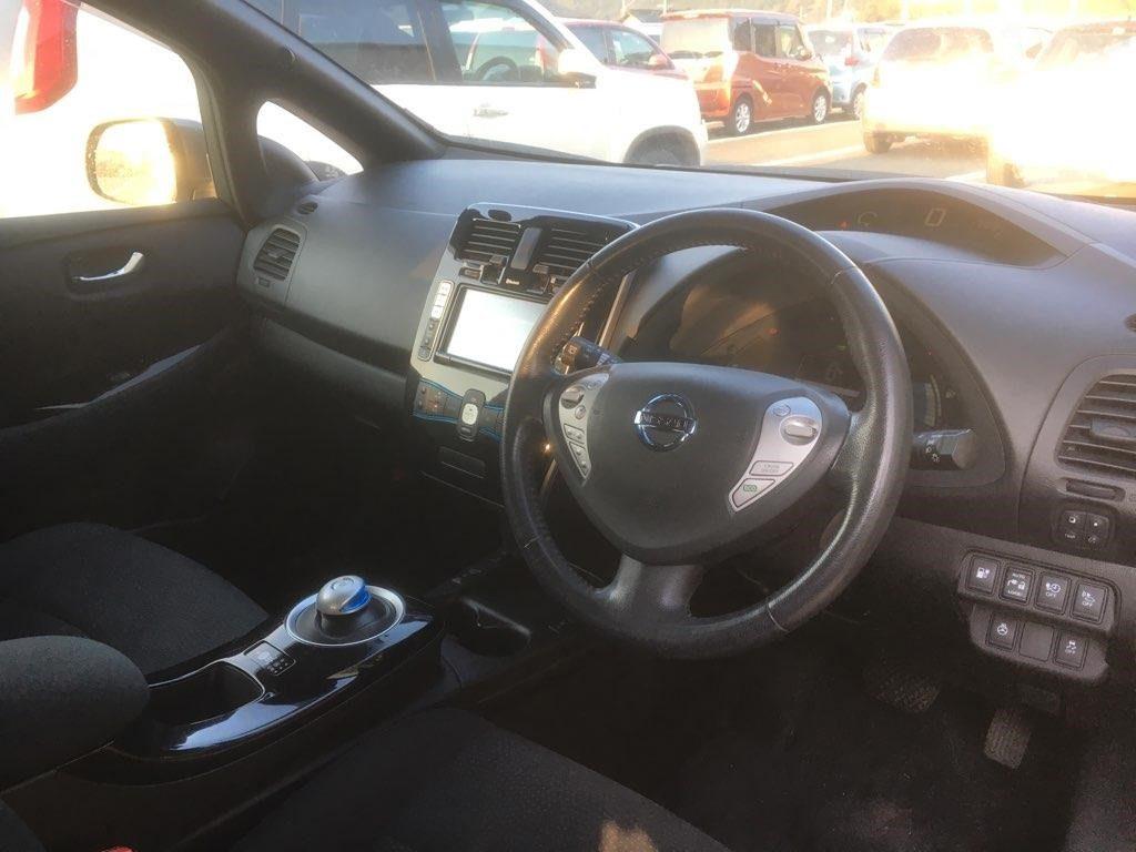 2014 Nissan Leaf X Gen 2 interior