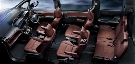 Toyota Esquire Hybrid interior 3