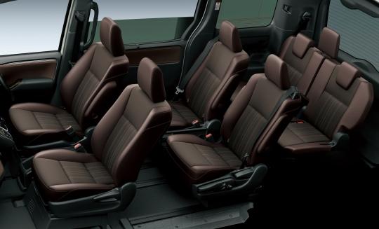 Toyota Esquire Hybrid interior 4