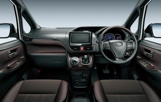 Toyota Esquire Hybrid interior 5