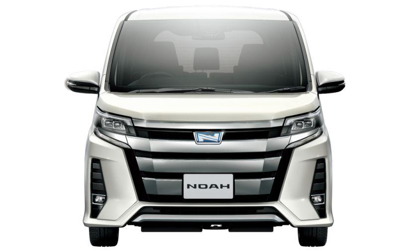 Toyota Noah Hybrid 11
