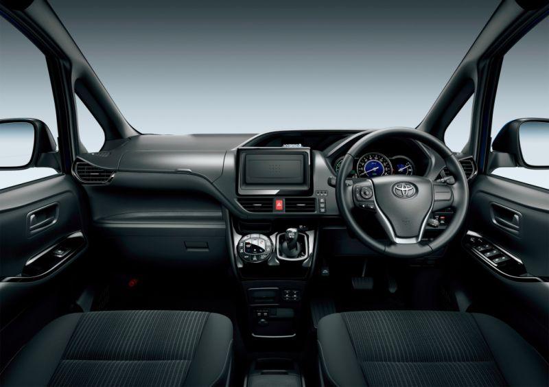 Toyota Noah Hybrid 15