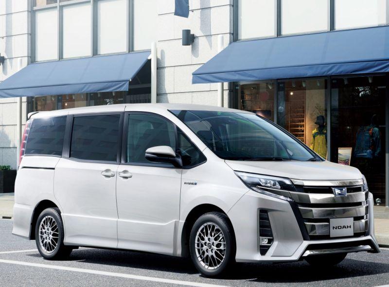 Toyota Noah Hybrid 16