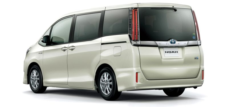 Toyota Noah Hybrid 4