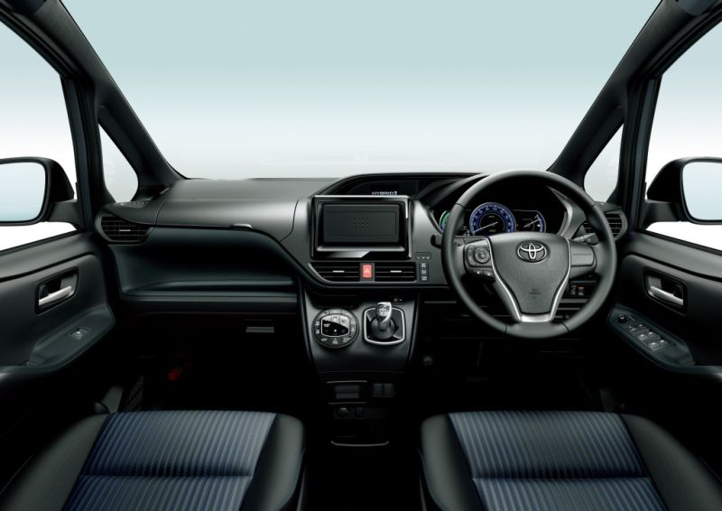 Toyota Noah Hybrid 7