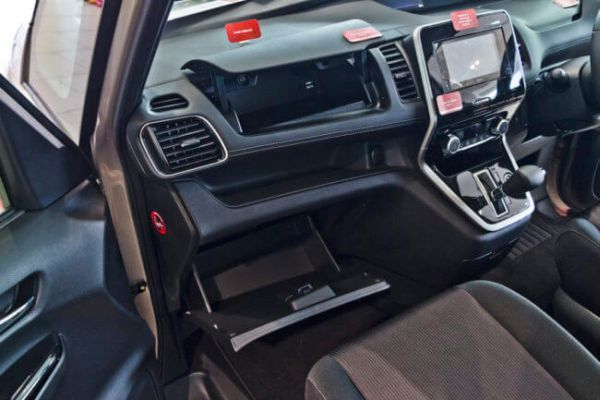 Nissan Serena Hybrid 10
