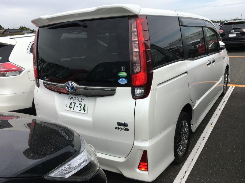 2016 Toyota Noah Hybrid 05