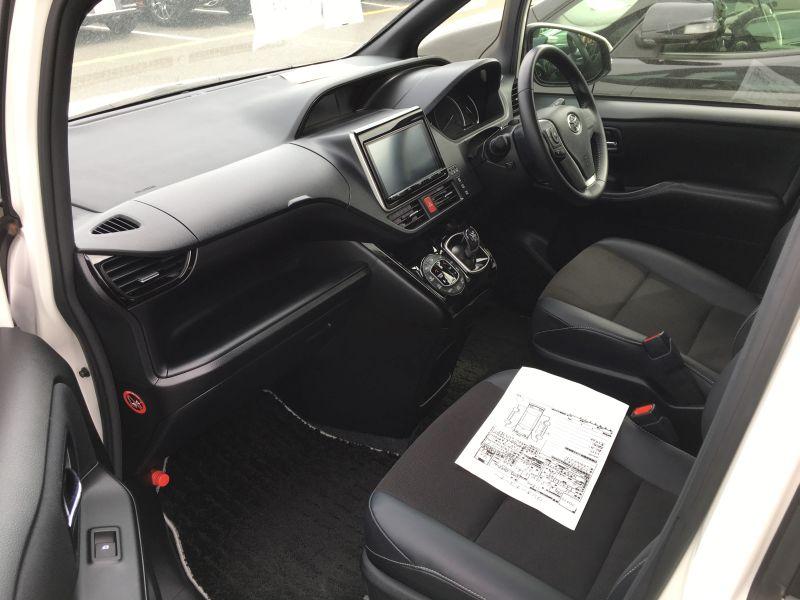 2016 Toyota Noah Hybrid 09