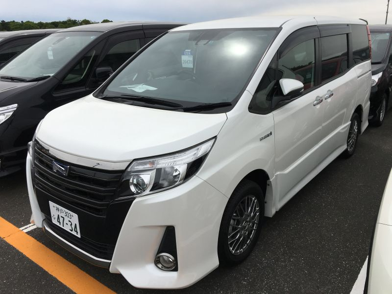 2016 Toyota Noah Hybrid 12