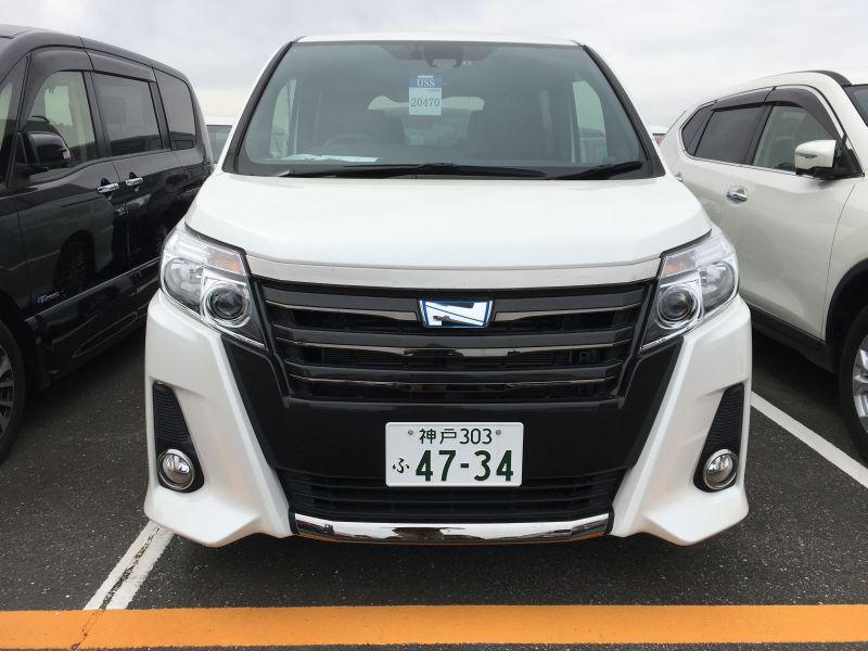 2016 Toyota Noah Hybrid 13