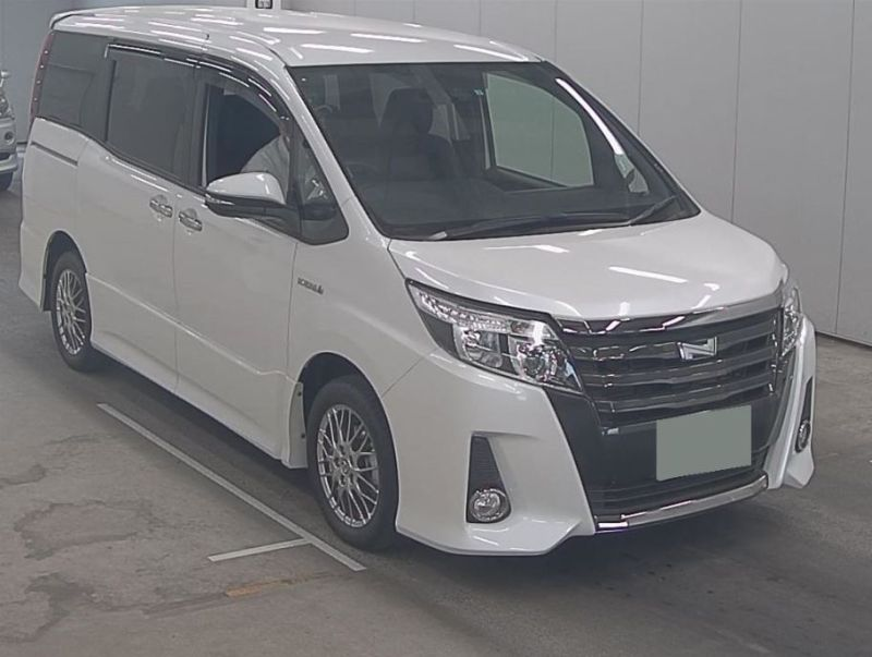 2016 Toyota Noah Hybrid 18