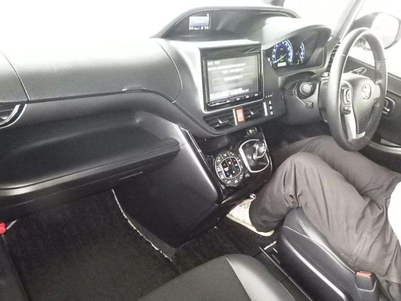 2016 Toyota Noah Hybrid 20