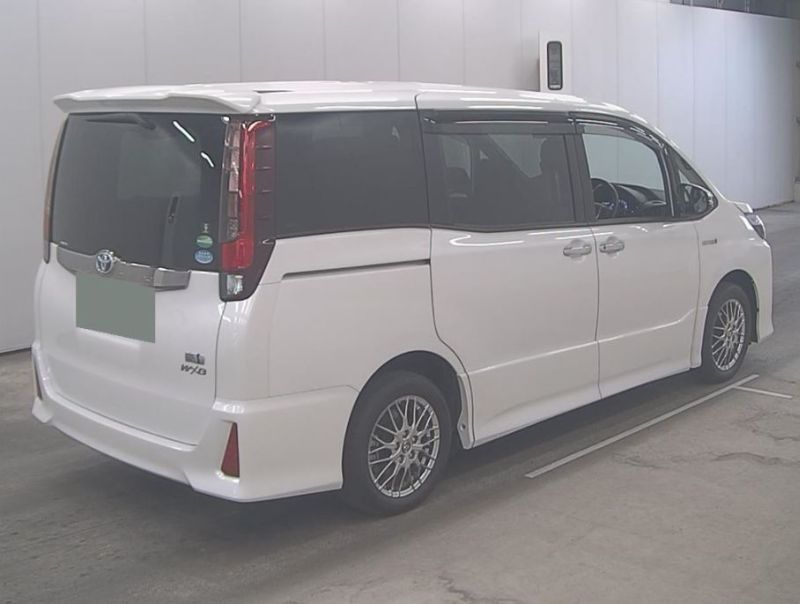 2016 Toyota Noah Hybrid 23