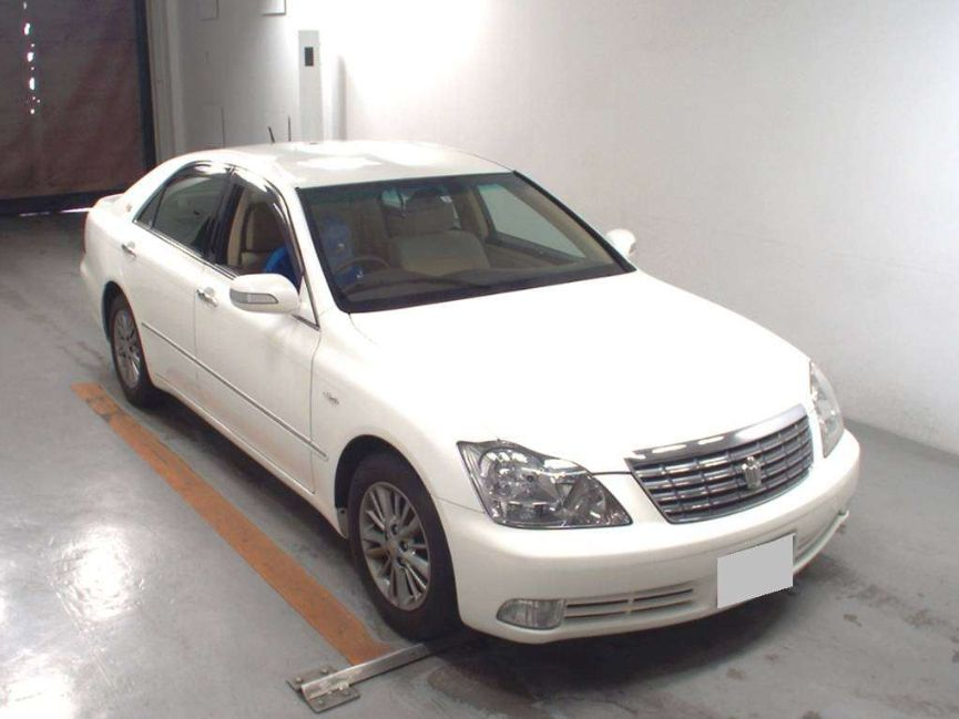 2006 Toyota Crown front